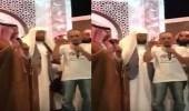 بالفيديو.. الأمير منصور بن مقرن يلقن أحد المسلمين الجدد الشهادة