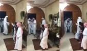 بالفيديو.. أبناء يحتفلون بعودة أبيهم من المستشفى ويستقبلونه بالزغاريد والرقصات الشعبية