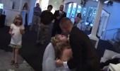 بالفيديو.. شاب يثير غضب عروسته بمقلب صادم في حفل زفافهما