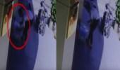 بالفيديو.. رجل يترك طفله أمام ملجأ للأيتام