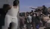 """بالفيديو.. حوثيون يطلقون الرصاص على يمني لرفضه """" سب """" المملكة"""