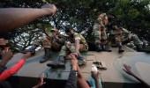 بالصور.. احتفالات سكان هاراري باستقالة موغابي