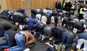 فرنسا تمنع المسلمين من الصلاة في أحد شوارع باريس