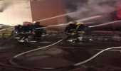 بالصور.. السيطرة على حريق في مستودع للملابس بصبيا