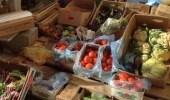 أمانة تبوك تصادر أكثر من ألف كجم من الخضروات والفواكه الفاسدة