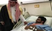"""بالصور.. """" التميمي """" يزور رجل أمن مصاب في مستشفى الأفلاج العام"""