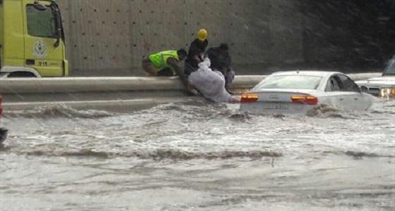 """"""" مدني جدة """" يعلن أرقام التواصل مع لجان تعويضات الأمطار"""