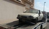 بالصور.. أمانة تبوك ترفع 921 سيارة تالفة متوقفة بالشوارع