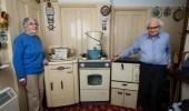 بالصور.. بعد 62 عاما مسنان يضعان أجهزتهما المنزلية في المتحف