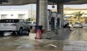 بالفيديو.. إغلاق محطة وقود في جدة بسبب تسرب مياه الأمطار