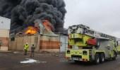 بالصور.. الدفاع المدني يسيطر على حريق مستودعات بطريق ينبع القديم