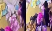 بالصور.. مربية تنهال على طفلة رضيعة بالضرب المبرح