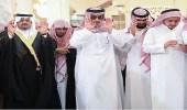 الأميران أحمد بن عبدالعزيز ومقرن بن عبدالعزيز يؤديان صلاة الميت على الأمير منصور بن مقرن ومرافقيه