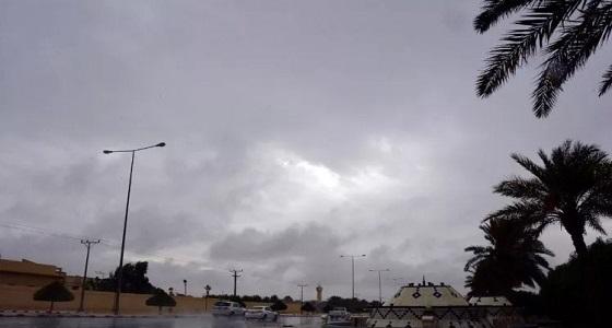 خبير مناخي يتوقع سقوط أمطار على عدة مناطق خلال ساعات