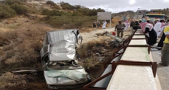 إصابة شخصين في حادث انقلاب سيارة بالباحة
