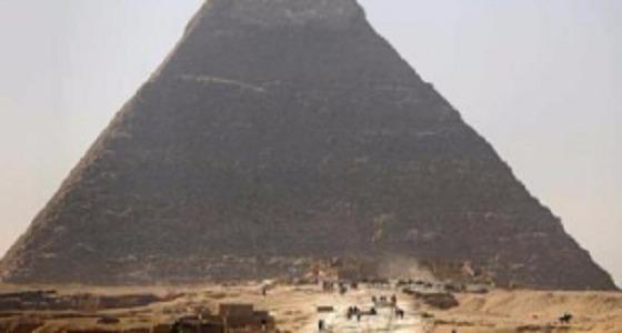 مصر: علماء آثار يكتشفون تجويفا ضخما بحجم طائرة داخل هرم خوفو