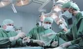 أب يتهم مستشفى بإجراء عملية لابنه بدلا من توأمه المريض