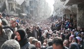 قوات الأسد تحاصر المدنيين الفلسطينيين بمخيم اليرموك