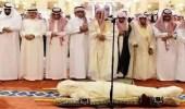 جموع المصلين يؤدون صلاة الميت على الشهيد وكيل الرقيب الأسلمي
