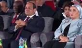بالفيديو.. ناشطة عراقية تبكي الرئيس السيسي في افتتاح منتدى شباب العالم