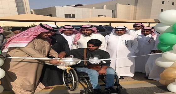 """بالصورة.. """" العمل """" تدشن خدمة السيارات للأشخاص ذوي الإعاقة بعرعر"""