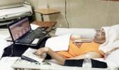 """شاب يخترع """" فأرة """" للكمبيوتر ويصمم 3 مواقع رغم اصابته بشلل تام"""