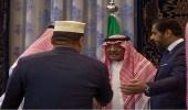 بالفيديو والصور.. الأمير مقرن بن عبدالعزيز يستقبل المعزين في وفاة نجله منصور