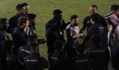 مدرب النصر يسلم فوزير جائزة أفضل لاعب بمباراة الرائد