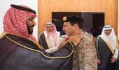 بالصور.. سمو ولي العهد يقلد قائد القوات البحرية رتبته الجديدة