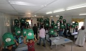 بالصور.. توزيع حقائب مدرسية على 17 ألف طالب سوري