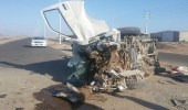 جوال يتسبب في اصطدام مركبة بصبات خرسانية في جدة