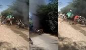 بالفيديو.. رجل يحرق زوجتيه حتى الموت