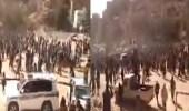 """بالفيديو.. تشييع جثمان """" عارف الزوكا """" وسط حشد من اليمنيين"""