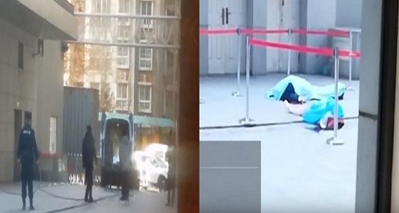 بالفيديو.. اللحظات الأخيرة لحارس صيني أثناء إنقاذه فتاة