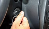 غلق محرك السيارة عند التوقف لفترة طويلة يساعد على توفير الوقود