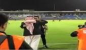 بالفيديو: وجه السعد يُكرم عمر خربين بعد فوزه بجائزة أفضل لاعب في آسيا