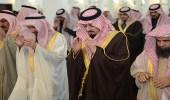 بالصور.. أمير عسير يتقدم المصلين لأداء صلاة الاستسقاء