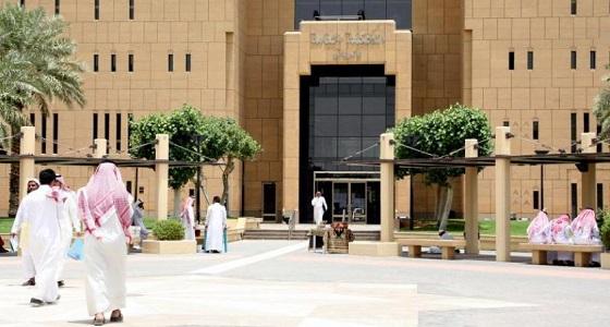 مواطنون يتهمون قاض بإقامة علاقات محرمة مع نساء في مكة