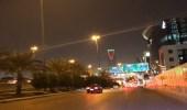 شاهد برج المملكة يتلون بعلم الإمارات احتفالًا بيومها الوطني