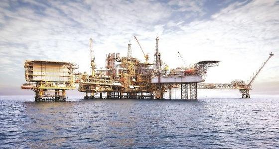 تراجع أسعار النفط من أعلى مستوى منذ عامين