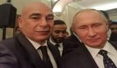 سيلفي يجمع الرئيس الروسي ونجم الكرة المصرية حسام حسن