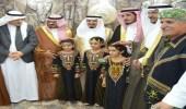 بالصور.. محافظ رجال ألمع يفتتح قصر مالك الشعبي بمركز الحبيل