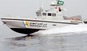"""اختفاء """" قارب نزهة """" وسط البحر بضباء .. والبحث عن 6 مفقودين"""