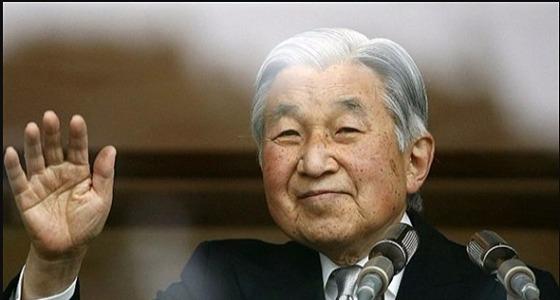 إمبراطور اليابان يتنازل عن العرش لولي العهد