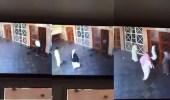 بالفيديو.. ثلاثة لصوص يحتالون على مواطن بباب المسجد
