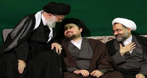 أنباء حول هروب نجل خامنئي خارج إيران بعد اشتعال التظاهرات