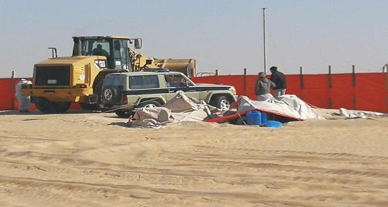 بالصور.. إزالة مخيمات من داخل حرم مطار الملك فهد