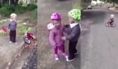 بالفيديو.. سقوط طفل أثناء تعلمه قيادة دراجة ورد فعل صادم لشقيقته الصغرى