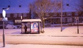 تساقط الثلوج يعرقل حركة المواصلات وقطع الكهرباء عن آلاف المنازل في بريطانيا