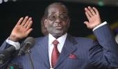موجابي يغادر زيمبابوي في أول رحلة له بعد التنحي